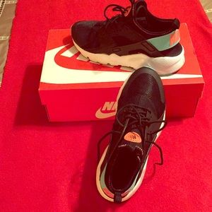 Nike Air Huarache Run Youth Size 6